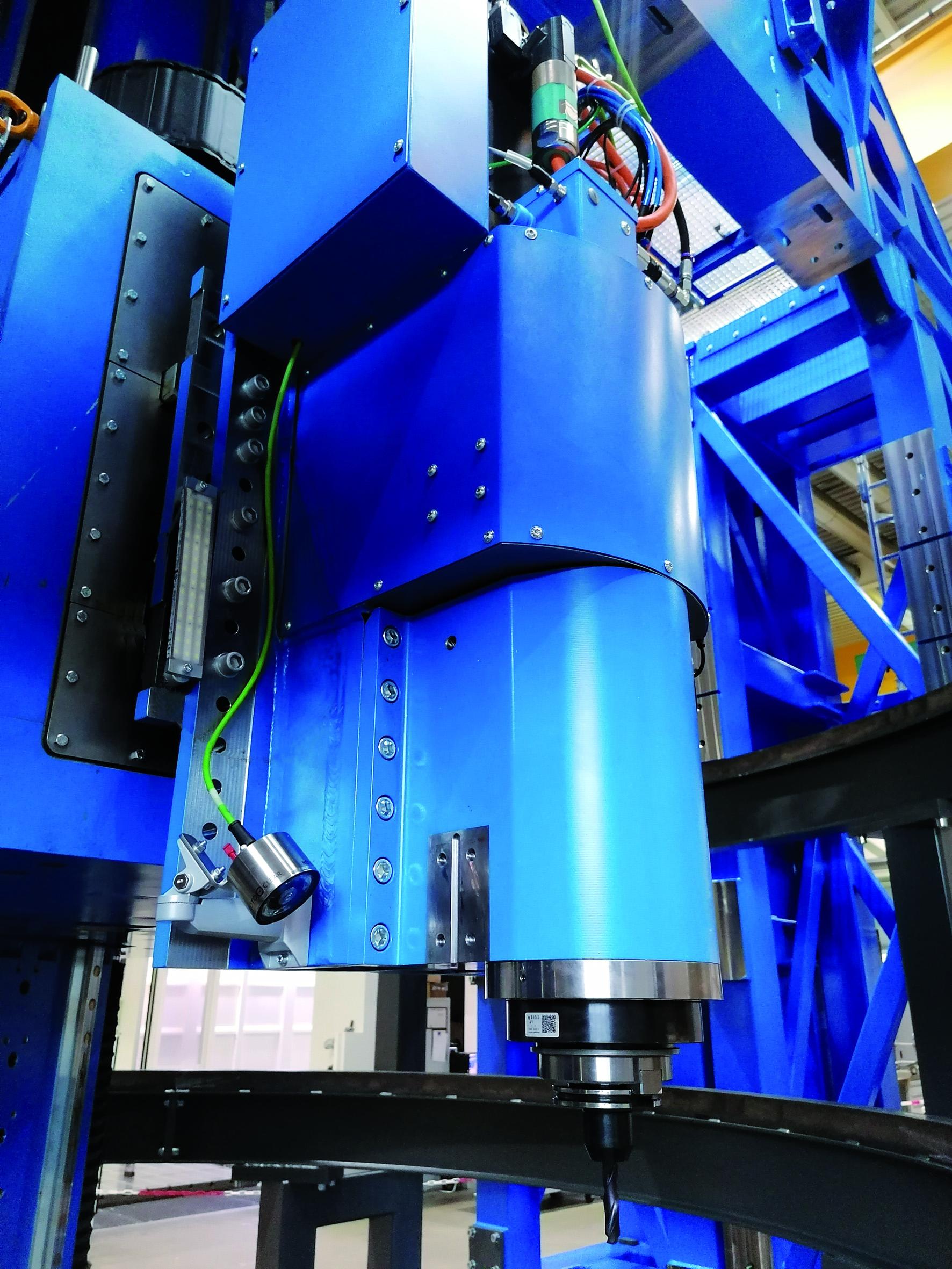 Mobiles Groß-BAZ bringt Kraftwerksbetreibern Millionen - Präzise Bohrungen und Großgewinde mit hochsteifer Frässpindel.